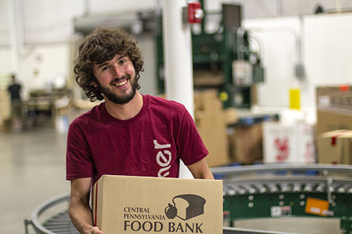 Messiah University student working at a food bank.